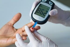 Мерить сахар в крови глюкометром