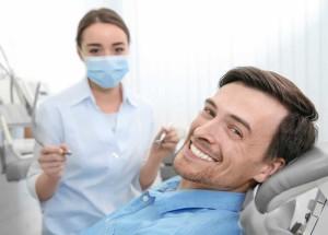 Зачем нужны виниры и как их установить на передние зубы